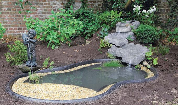 Amenagement autour d un bassin preforme materiel de bassins - Amenagement bassin de jardin ...
