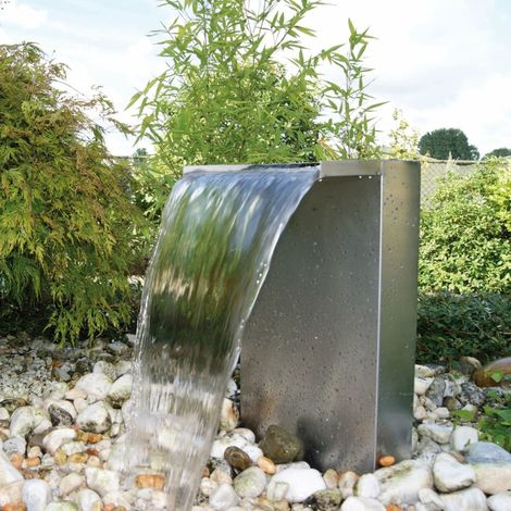 bassin preforme avec cascade