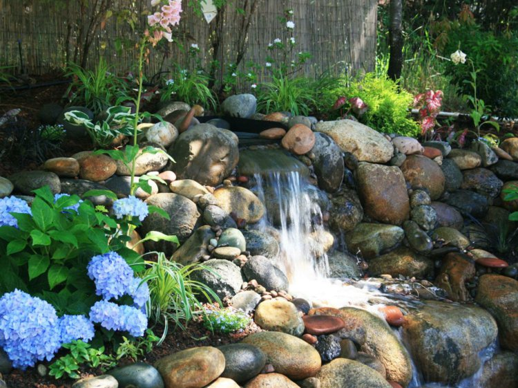 Comment creer une cascade pour bassin materiel de bassins - Comment creer une fontaine de jardin ...