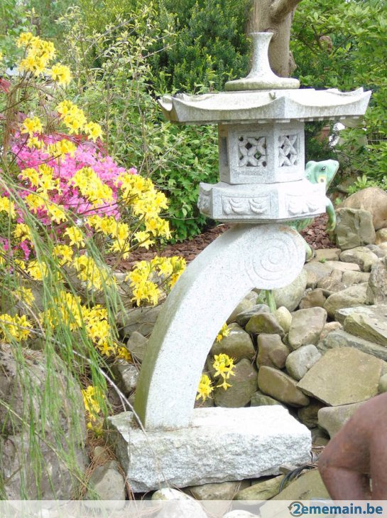 lanterne chinoise en pierre